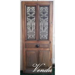 Porte d'entrée ancienne, en...