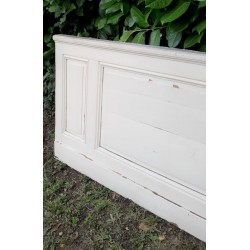 Old painted woodwork 3...